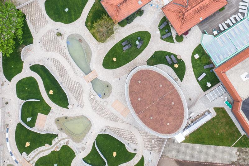 Drohnen Luftbild Thermenwelt in Weiden Luftbildaufnahme der Saunenlandschaft der Thermenwelt weiden