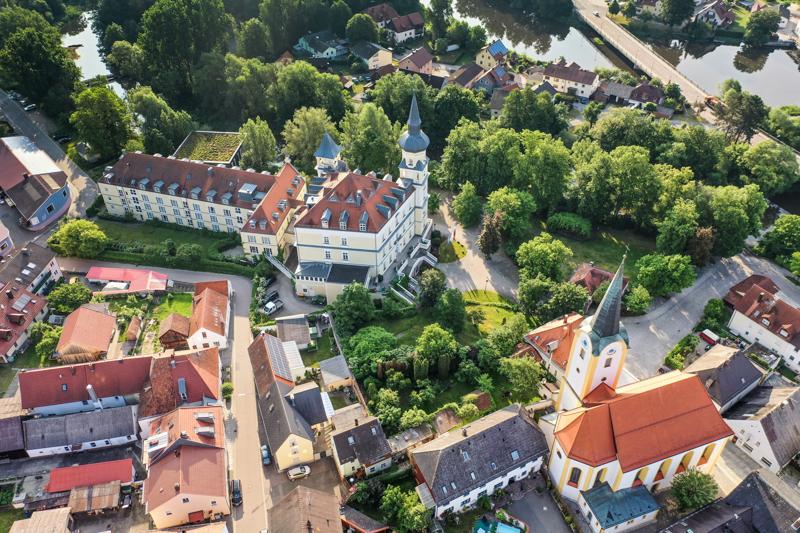 Drohnen Luftbild angemeldeter Drohnenflug innerhalb von Ortschaften
