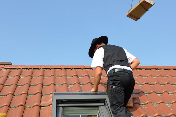 Handwerksfotografie Zimmerei am Dach