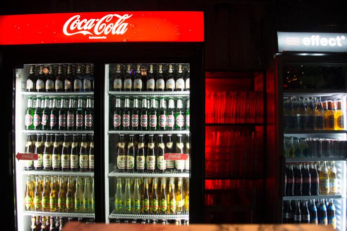Veranstaltungsfotografie Discothek Getränkekühlschrank
